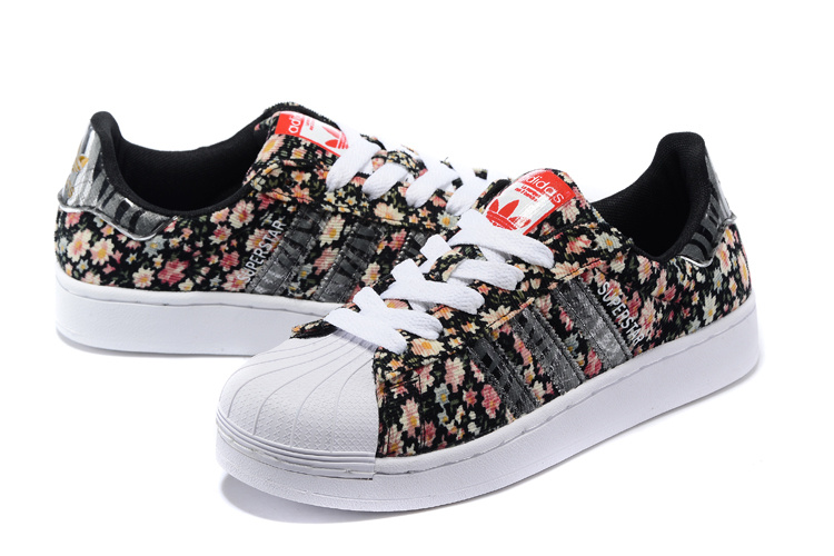Women\'s Adidas Originals Superstar 2 Print Casual Shoes Black